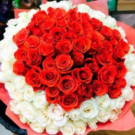 Букет 101 бело-красная роза